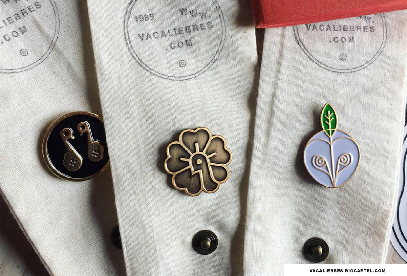pin-pins-enamel-pin-vacaliebres-logo-logos-marks-spilla-goods-gadget-lapel-pins--pin