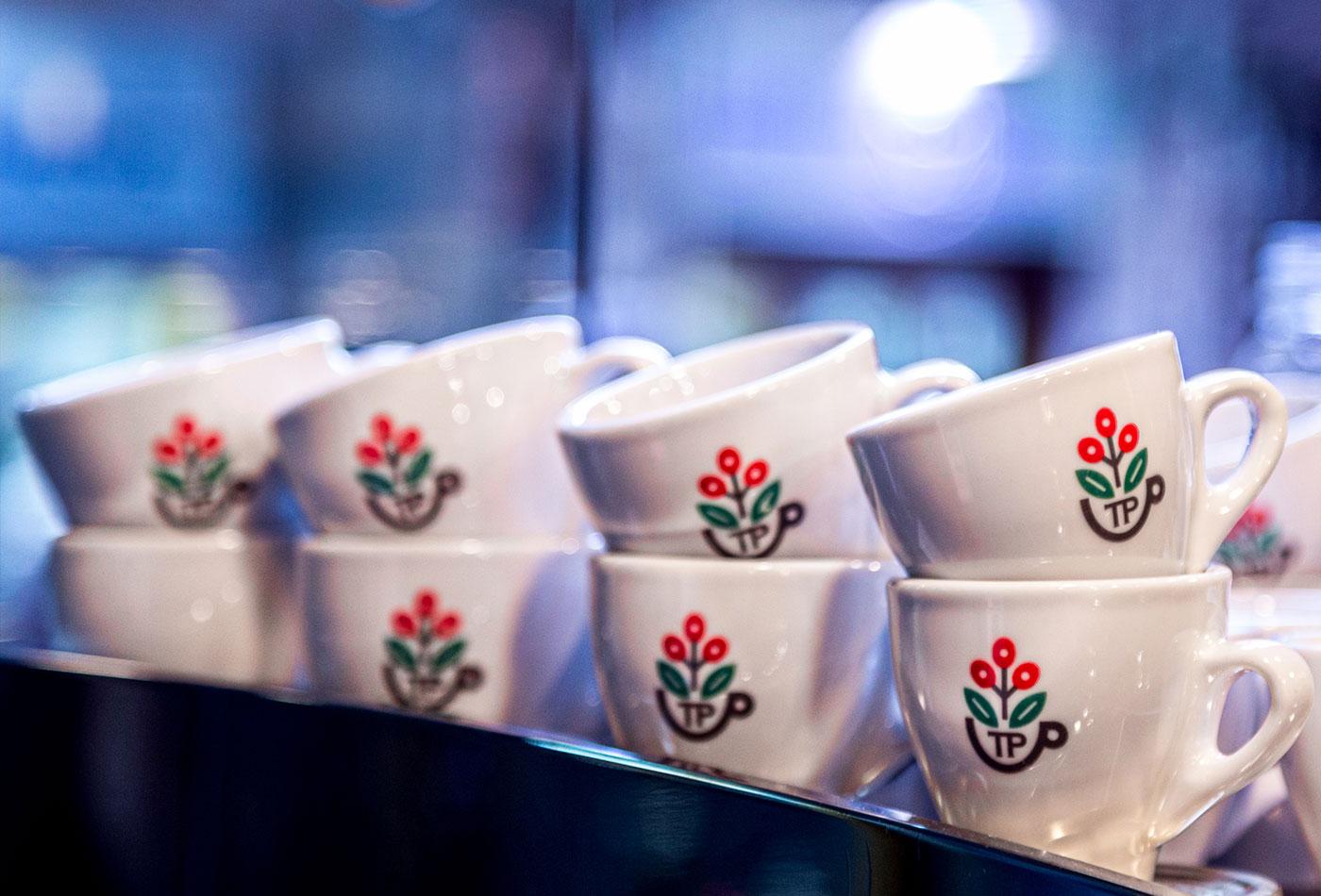 tazze-pazze-caffetteria-gourmet-genova-coffee-specialty-brewing-andrea-cremone-barista-baristas-branding-vacaliebres-logo-coldbrew